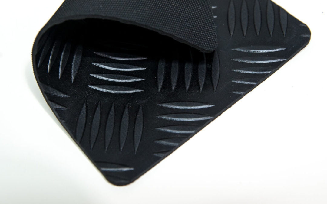 Wykładzina Odin Eco Checker Zenith czarny 3mm szerokość 1,6m