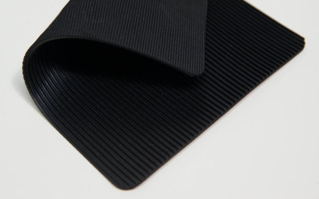 Wykładzina ryfel wąski Zenith Saturn Basic Fine Rib 2,7 x 1200 x 10000 mm czarny